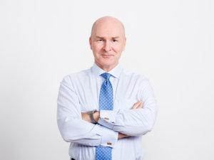 Säästöpankkiliiton toimitusjohtaja Tomi Närhinen kehuu Huittisten Säästöpankin ja Aito Säästöpankin yhdistymisaikeita. Hänen mukaansa vastaavia yhdistymisiä tullaan näkemään lisää jo lähitulevaisuudessa säästöpankkiryhmässä.