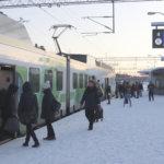 Pummilla matkustaminen maksaa helmikuusta alkaen lähijunassakin 80 euroa – Tällä hetkellä konduktöörit vain neuvovat tai ohjaavat pois junasta