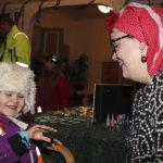 Pikku-Liljan tatuointi yllätti äidin – Viialan joulunavauksessa riitti tungosta ja tunnelmaa