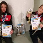 Aliisa ja Elli Tuomi tulivat vapaapainin SM-kisoista mitalit kaulassa