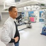 Pikku hiljaa käyttöön otettava Tampereen yliopistollisen sairaalan D-rakennus mullistaa Tays Syntymäpaikan, tuki- ja liikuntaelinkeskuksen, verisuoni- ja toimenpideradiologisen keskuksen sekä välinehuollon