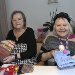 Palvelutalon asukkaat saivat lahjaksi muhveja rakkauden raidoilla