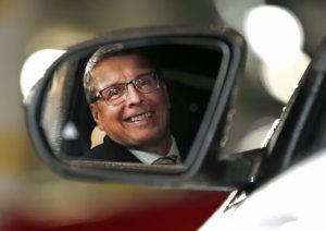 Suomalaisella autoilulla on monta isoa haastetta. Autoalan Keskusliitto ry:n toimitusjohtajan Pekka Rissan mukaan yhteiskuntamme olisi ratkaistava kestäväpohjaisesti liikenteen verotus. Autokantamme on vaarallisen iäkästä, joten päästöt ovat ikävän suuret ja turvallisuus huteralla tasolla. Tiestökin on rapistunut.