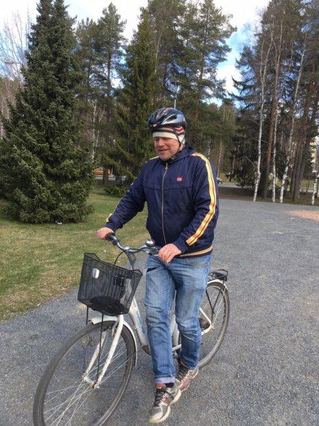 Tampereen ja Pirkanmaan hanke Euroopan unionin vuoden 2026 kulttuuripääkaupungiksi pohjaa isosti kansalaisiin ja ruohonjuuritasolla tapahtuvaan tekemiseen. Luova johtaja Juha Hemanus tutustuukin kuntiin ja niiden kyliin mielellään polkupyörän selästä käsin. Hänen mukaansa 22 kunnassa on paljon aineksia, jotka tekevät maakunnasta huippukiinnostavan.