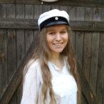 Anniina Mahkonen kirjoitti huippuarvosanat – Viiden laudaturin ylioppilas vaihtoi nettiopinnot Akaan lukioon