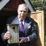 Pekka Vilpas on rakentanut tuhatkunta linnunpönttöä – Akaan eskarit pääsivät pönttörahoilla metsäretkelle Mielon laavulle