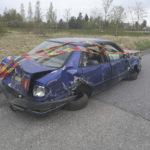 Nuori akaalaismies ruhjoi autonsa liikenteenjakajaan keskellä Viialaa – Poliisi epäilee kovan vauhdin liittyvän onnettomuuteen