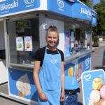 Tötterötypyt pyörittää jälleen Toijalan torin jäätelökioskia – Amanda Aaltonen pääsi tutustumaan yrittäjyyteen jo 13-vuotiaana