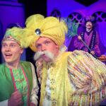 NELJÄ TÄHTEÄ: Iltasadulle Tampereen Komediateatterin Aladdin ja taikalamppu -näytelmään