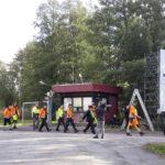 Metsäjätin kohtausta vaneritehtaan työntekijöiden ulosmarssista kuvattiin Viialan entisellä vaneritehtaalla 19.9.2019. Kuva: Mikko Peltoniemi.