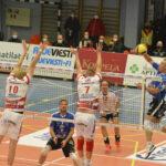 VaLePa voitti Akaa-Volleyn kauden ensimmäisessä kotipelissään – Libero Voitto Köykän sairasloma jatkuu rannevamman takia