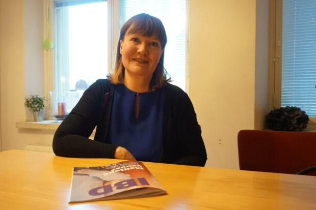 Toiminnanjohtaja Ulla Suvanto sanoo, että erilaisia suolistosairauksia sairastavien määrä on voimakkaassa kasvussa. Vuonna 2023 diagnoosin saaneiden määrän uskotaan rikkovan 70 000 potilaan rajan. Suvanto vetoaa päättäjiin, jotta terveydenhoitomme saa oikea-aikaisesti riittävät voimavarat, kuten erikoislääkärit ja IBD-sairaanhoitajat.