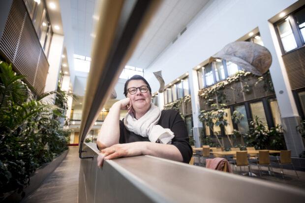 Vapaa-aikajohtaja Minna Vallin kehuu aktiivisuutta, jolla kulttuuripääkaupunkihaun organisaatio pitää viikoittain yhteyttä hankkeessa mukana oleviin kuntiin. Vallin on luottavainen, että Tampereesta ja Pirkanmaasta tulee Euroopan unionin vuoden 2026 kulttuuripääkaupunki. (Kuva: Rami Marjamäki)
