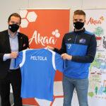 Akaa Futsal vie Akaata maailmankartalle tavoitteena tehdä historiaa – Joukkue luovutti UEFA-pelipaidan kaupunginjohtajalle