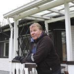 Jari Manninen toimi neuvokkaasti pelastaessaan naapurinsa savun täyttämästä talosta – Pelastuslaitos huomioi onnettomuustilanteissa hyvin toimineita kansalaisia