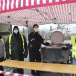 Kaiken kanssa soppapäivät jatkuvat koko kevään – Seurakunta jakaa keskiviikkoisin ilmaiseksi 200 litraa keittoa