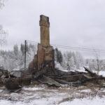 Talosta jäi tulen jäljiltä pystyyn vain piippu – Palo kyti vanhoissa eristeissä