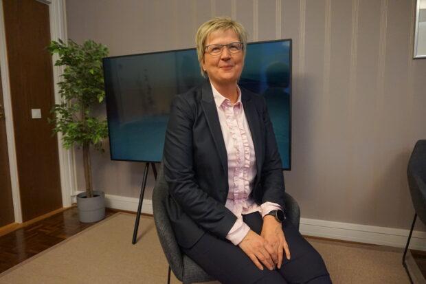 Toimitusjohtaja Pirkko Ahonen uskoo, että Aito Säästöpankin reviiri, Pirkanmaa ja Satakunta, nousevat tukevasti jaloilleen koronapandemian jäljiltä, kun tautitilanne helpottaa. Aito Säästöpankki on koronavuoden menestyjiä. Viime vuoden tulos on toimialaan nähden hyvä. (Kuva: Matti Pulkkinen)