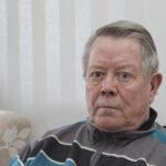 Saksalaisen sukellusveneen torpedo tuhosi heinäkuussa 1940 laivan, jolla viialalainen Tauno Sirén oli lämmittäjänä – Heikki Hietala hankki Viialan hautausmaalle muistokiven kuultuaan isänsä kohtalosta