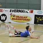Joni Mikkosen kauden paras ilta toi Akaa-Volleylle voiton – Apuun pyydetty Lempo-Volleyn kolmikko seurasi peliä vaihtopenkiltä