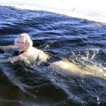 Sini-Minttu Heiniön mielestä avantouinnista saa sisäisen rauhan – Myös Kirsi Pernu ja Janne Välimaa kehuvat talviuinnin myönteistä vaikutusta mielialaan