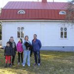 Juho Koskinen rakennutti Vainionlahden vanhuudenpäiviensä kodiksi mutta ehti asua siellä vain lyhyen aikaa – Kaupunki myi kauniiden yksityiskohtien talon viime vuonna viiden lapsen uusperheelle, joka remontoi sitä vanhaa kunnioittaen