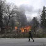 Palokunta sammuttaa rakennuspaloa Viialassa – Katso kuvat palopaikalta