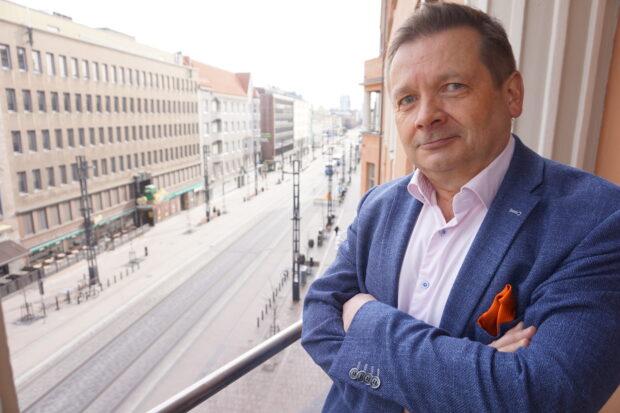 Kesko Oyj:n aluejohtaja Jari Alanen korostaa, että Pirkanmaalla on keskeinen rooli K-ryhmän menestyksen synnyttämisessä. Hänen mukaansa Kesko avaa lähitulevaisuudessa vuosittain kahdesta neljään uutta K-supermarketia tai K-marketia maakunnassa. Raskaamman tavaran kaupassa tahti on hitaampi. Kauppa-autot saattavat hyvinkin palata. Alasen mukaan kauppa-autoja mietitään esimerkiksi verkkokaupan jakelukanavana ja yleistyvän läpivuotisen mökkiasumisen synnyttämän kysynnän tyydyttämiseksi. (Kuva: Matti Pulkkinen)