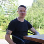 Tuore akaalainen tutustuu vielä uuteen asuinpaikkaansa – Puuseppä-muusikko Torsti Mäkinen kaipaa tietoa harrastusmahdollisuuksista