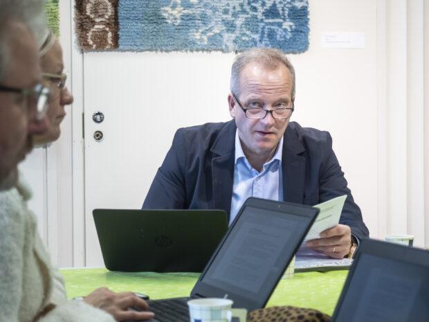 Kaupunginjohtaja Juha Kuusisto arvelee, ettei sote-uudistus näy juurikaan orivesiläisten arjessa. Tampereen kaupunki on järjestänyt isäntäkuntana Oriveden sosiaali- ja terveydenhuollon palvelut jo vuodesta 2013 lähtien. Malli toimii hyvin. (Kuva: Juha Jäntti)