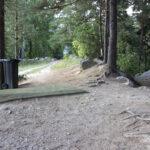 Lastumäen frisbeegolfradan uudistukset toteutuvat vaiheittain – Radalle on nyt saatu uudet väyläopasteet sekä jäteastioita