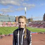Kalevan Kisoissa hypänneen 11-vuotiaan Julia Suolaniemen suoritus palkitaan viidelläkymmenellä jäätelöllä