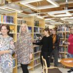 Akaan kirjastoissa on tehty tarkkoja huomioita kouluvierailuista – Yläkoulujen äidinkielen opettajat palkittiin uudella tunnustuksella